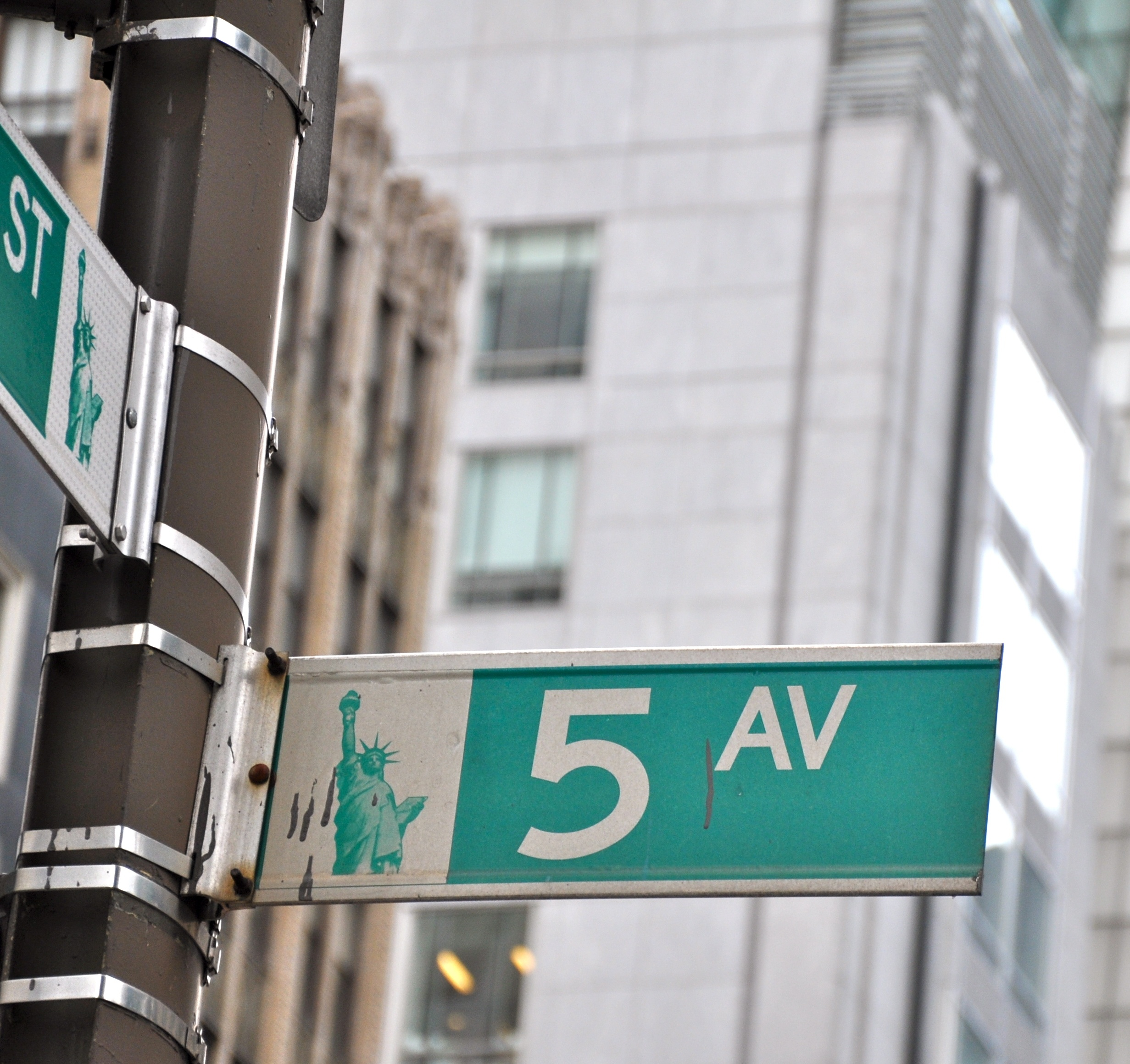 Neighborhood Guides : Fifth Avenue